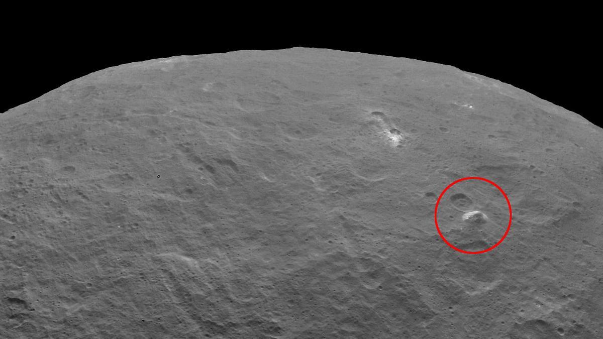 Der Ceres Planet und seine Pyramide.