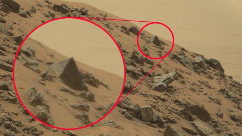 Der Mars und seine Pyramide.